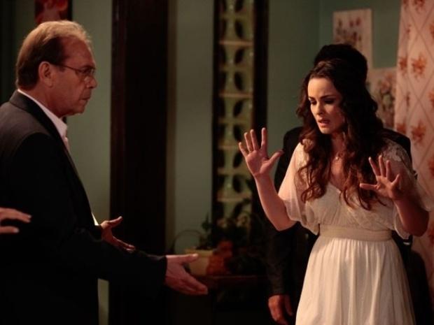 """Em """"Amor à Vida"""", Denizard diz a Gina que ela é filha de Herbert"""