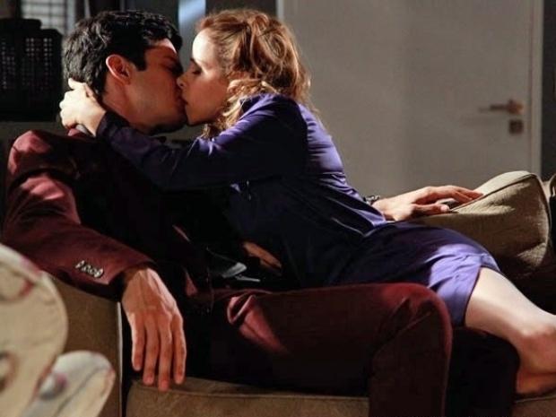 """Em """"Amor À Vida"""", Félix beija Glauce e descobre que Jonathan não nasceu prematuro"""