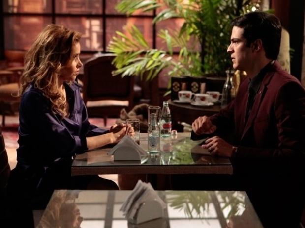 """Em """"Amor à Vida"""", Félix manda Glauce investigar o nascimento de Jonathan"""