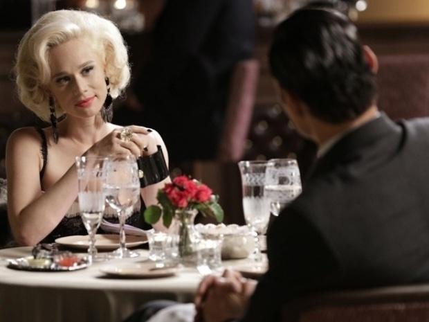 """Em """"Joia Rara"""", Aurora recusa convite de Manfred e diz saber que ele está com Lola"""