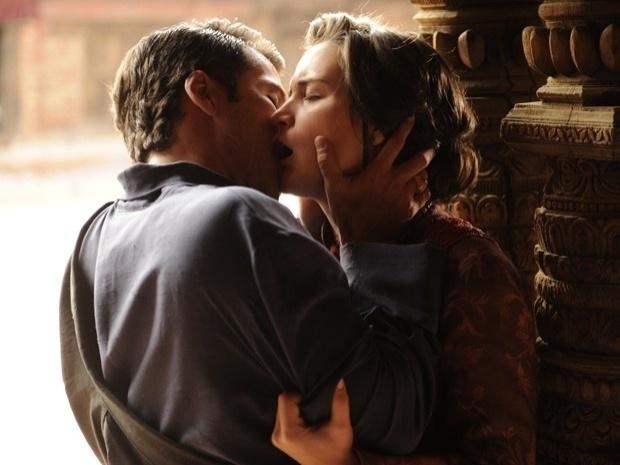 """Em """"Joia Rara"""", Franz e Amélia se beijam"""