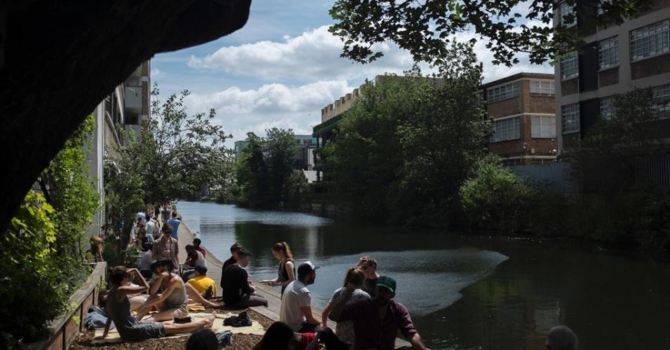 Situado no Regent's Canal, o Towpath Café tem estilo