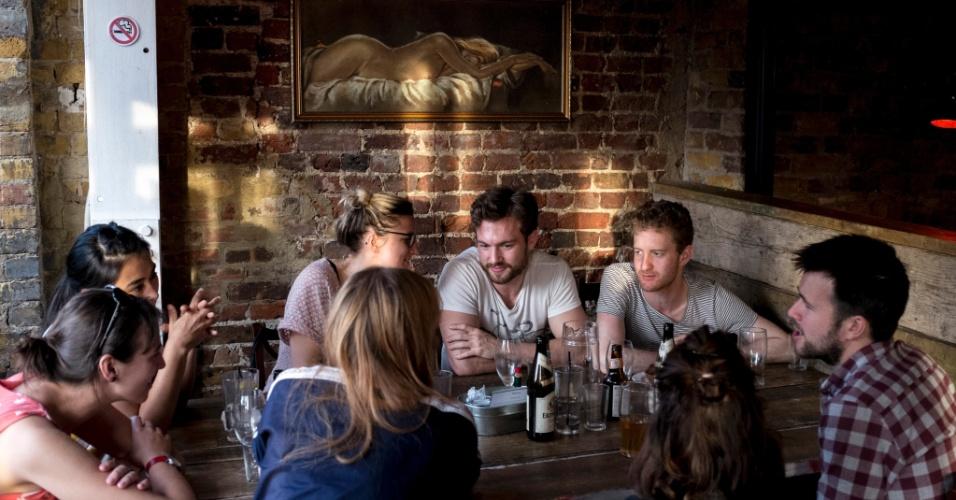 Vá ao Duke's Brew And Que, em Londres, para provar as costeletas, as cervejas importadas e conhecer Logan Plant, filho do vocalista do Led Zeppelin, Robert Plant