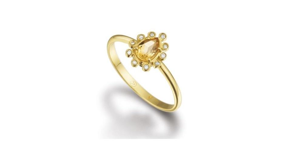 Anel de ouro amarelo, citrino e diamantes; da Vivara (www.vivara.com.br), por R$ 1.290. Preço e disponibilidade pesquisados em novembro de 2013 e sujeitos a alteração