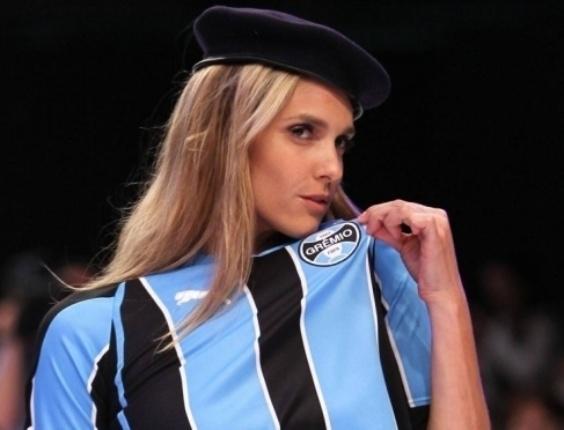 Fernanda Lima é uma bela representante da torcida gremista