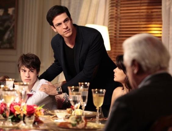 """Em """"Amor à Vida"""", Félix revela que Jonathan é filho de César com Edith"""