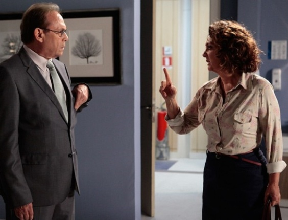 """Em """"Amor à Vida"""", Ordália proíbe relacionamento entre Herbert e Gina"""