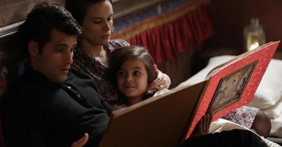 """Em """"Joia Rara"""", Pérola faz os pais passarem a noite juntos"""