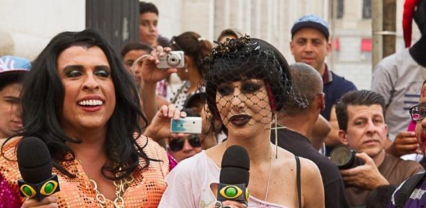 """Sabrina Sato causa tumulto em gravação do programa """"Panico na Band"""", na Praça do Patriarca- centro de São Paulo. No local, ocorre todo ano no dia dos finados o """"Zumbie Walk"""" - desfile de pessoas fantasiadas como zumbis"""