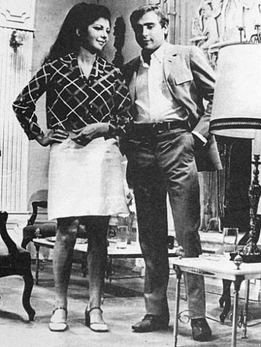 """1968 - A atriz Marília Pêra e o ator Luís Gustavo em cena da telenovela """"Beto Rockfeller"""", da TV Tupi, em 1968"""