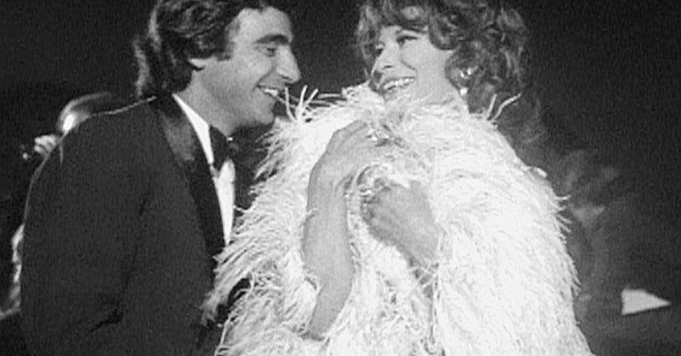"1968 - Luís Gustavo e Cleyde Yáconis em cena da novela ""Beto Rockefeller"", na TV Tupi"