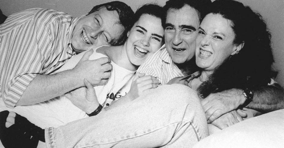 """23.jun.1995 - Os atores Fúlvio Stefanini, Ana Paula Arósio, Luis Gustavo e Elaine Cristina, integrantes da peça de teatro """"Batom"""""""