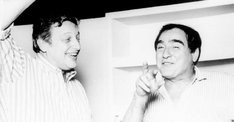 """23.jun.1995 - Os atores Fulvio Stefanini e Luis Gustavo em cena da peça """"Batom"""""""