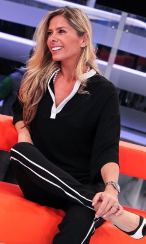 """4.nov.2013 - Adriane Galisteu fala sobre sua participação no """"Domingo da Gente"""", da Record, durante apresentação do programa à imprensa"""