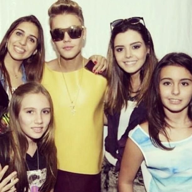 4.nov.2013 - Giovanna Lancelotti tietou Justin Bieber durante passagem do cantor no Brasil neste último final de semana