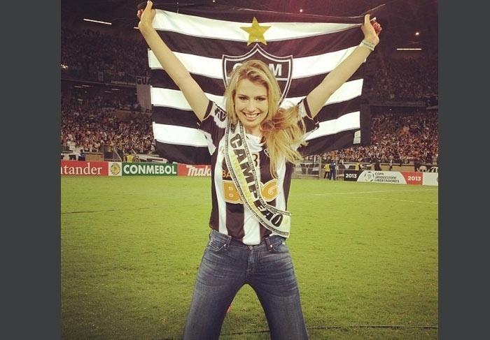 A ex-BBB Fernanda Keulla torce para o Atlético Mineiro