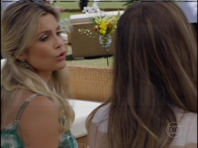 A jovem é uma patricinha que sempre teve seus desejos atendidos pela mãe, Heloísa (Flávia Alessandra)