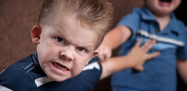 Os adultos devem ter cuidado com a forma como expressam suas frustrações; as crianças imitam o que veem - Getty Images