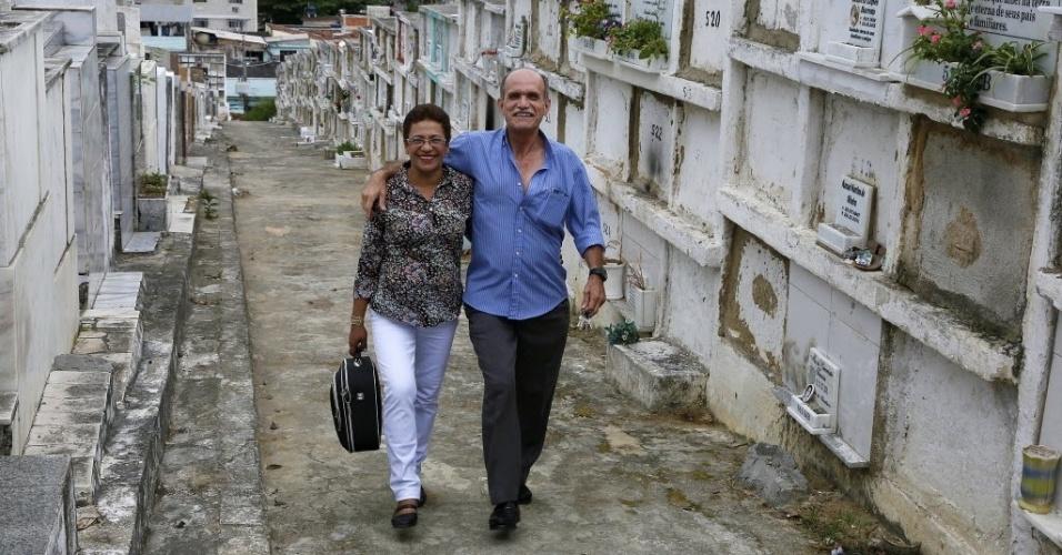 Anunciada é casada com o agente funerário Luiz Carlos Batista Reis, conhecido como Russo