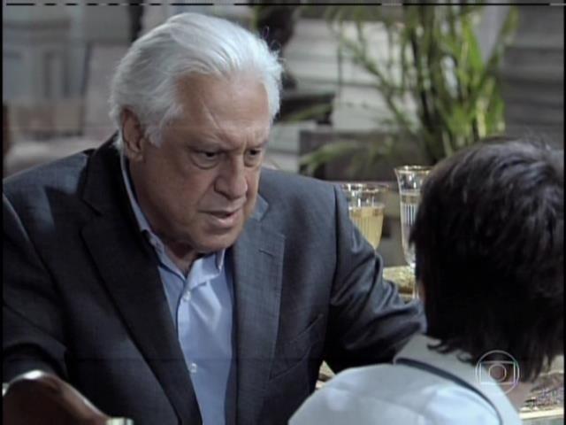 César convida Jonathan para morar com ele