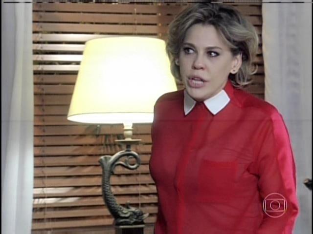 Edith diz a Pilar que deveria ter se mantido amante de César