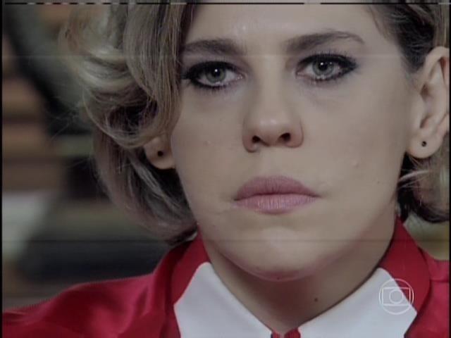 Edith fica apavorada ao ser questionada pela família Khoury