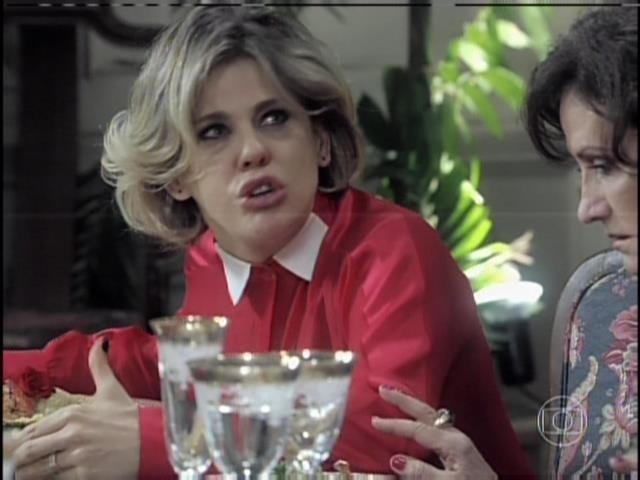 Edith grita com Félix