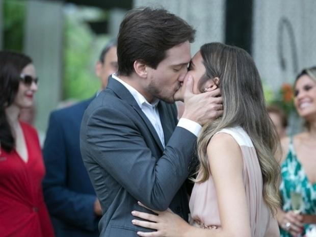 """Em """"Além do Horizonte"""", Lili faz escândalo durante festa de noivado"""