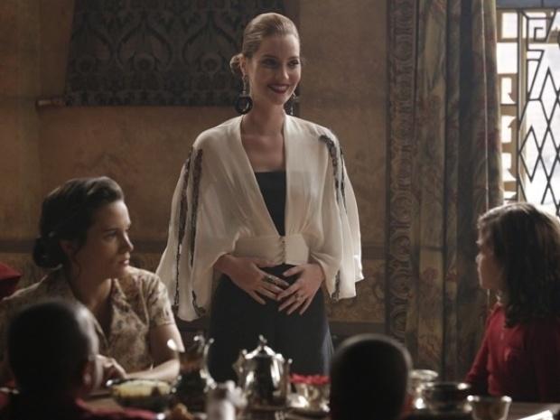 """Em """"Joia Rara"""", Sílvia revela que está grávida"""