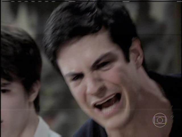 Félix chora ao saber que Jonathan não é seu filho