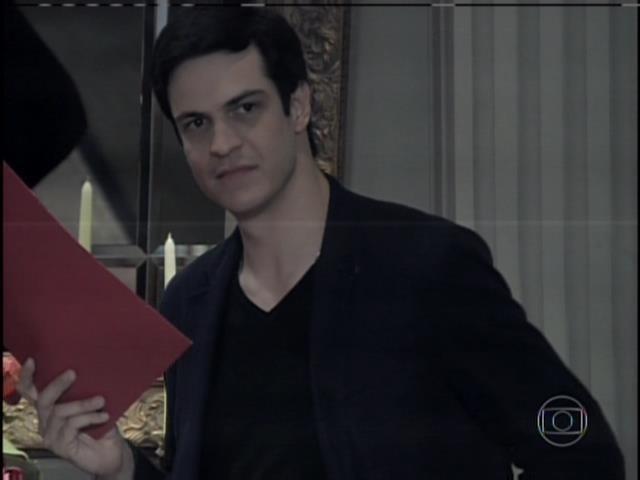 Félix mostra a César as provas que tem contra ele e Edith