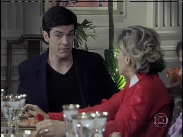 Félix pergunta a Edith quem é o pai de Jonathan