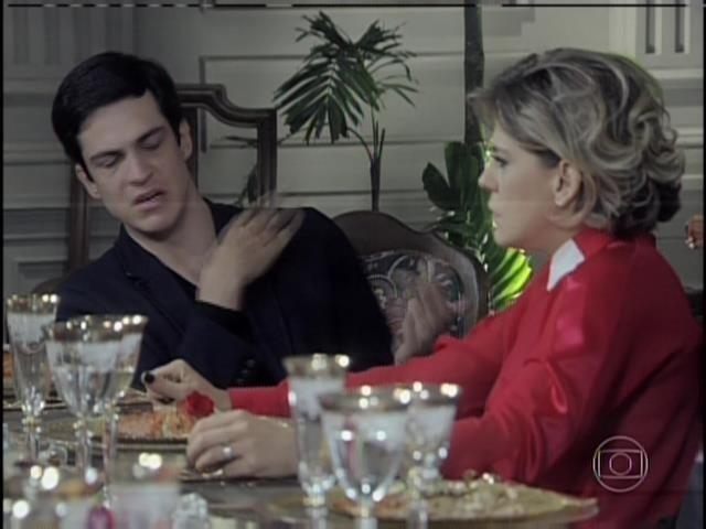 Félix relembra quando Edith ficou grávida