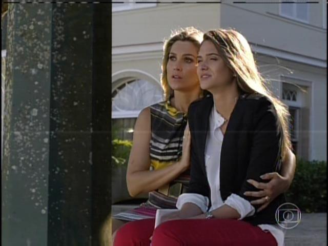 Heloísa revela para Lili que seu pai fugiu com uma amante. Chocada, a jovem pede que a mãe revele o nome dela