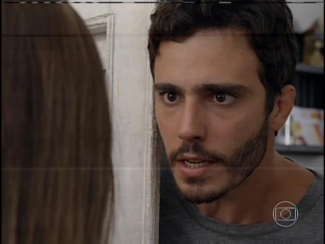 Lili vai à casa de William, que fica intrigado quando a menina menciona o nome de sua tia Tereza (Carolina Ferraz)