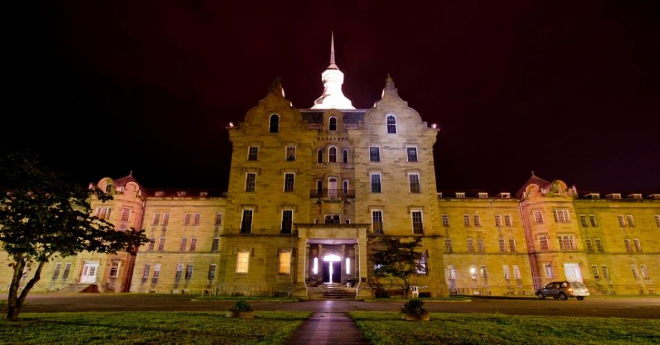 O Hospital Psiquiátrico Trans-Allegheny em Weston, na Virgínia Ocidental foi construído entre 1858 e 1881 para acomodar 250 pacientes e chegou a abrigar quase dez vezes esse número na década de 50