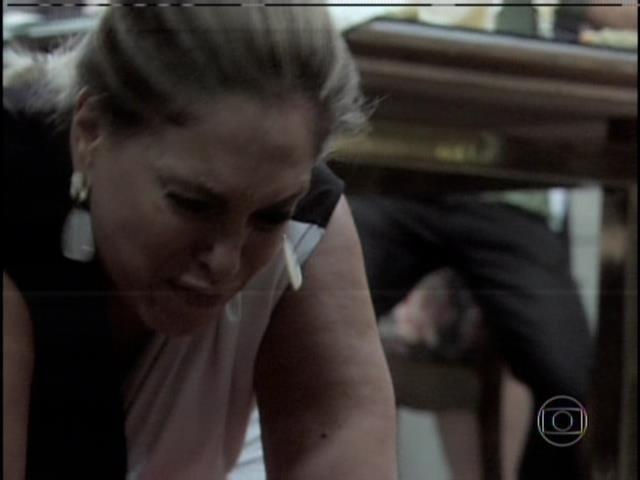 Pilar bate em Edith