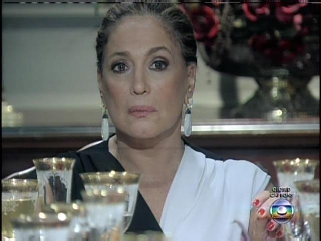 Pilar diz a César que quis reunir toda a família