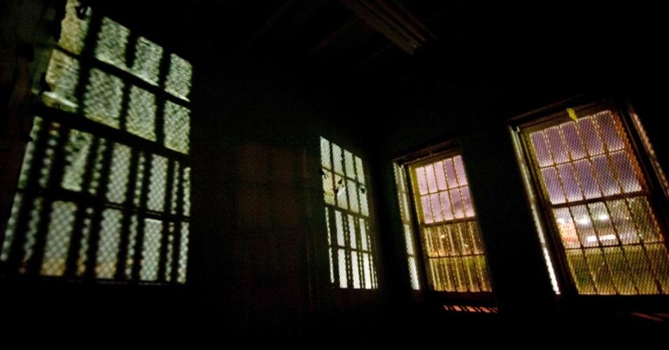 Quarto do Hospital Psiquiátrico Trans-Allegheny em Weston, na Virgínia Ocidental, ainda possui as grades nas janelas