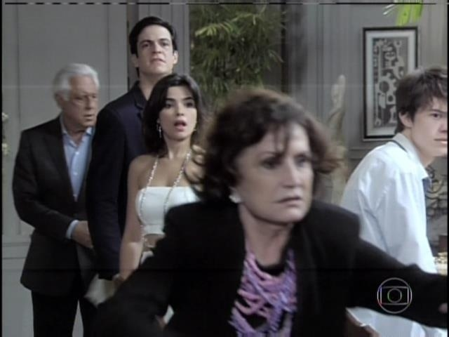Tamara corre para ajudar Edith
