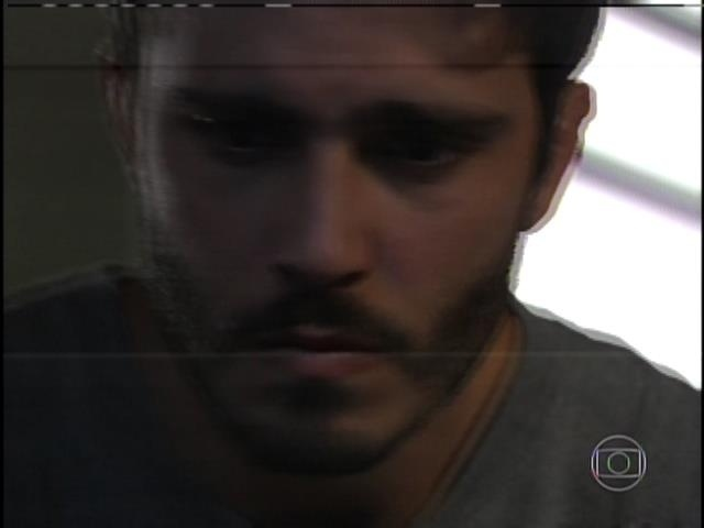 William encontra uma mensagem de Marlon e teme não ver mais o irmão