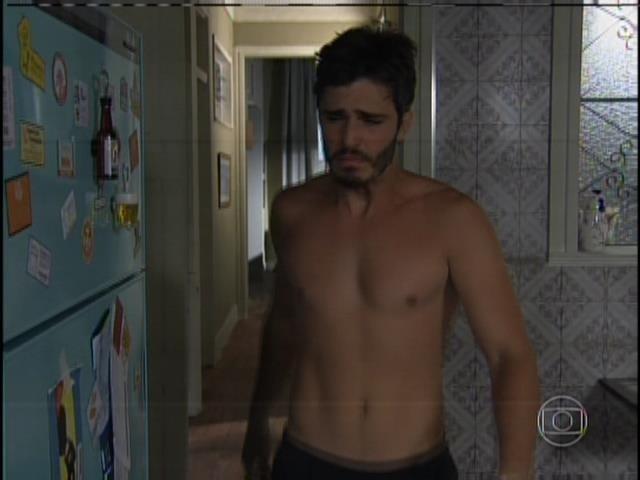 William (Thiago Rodrigues) teve que aprender a se cuidar desde cedo depois que perdeu os pais em um acidente