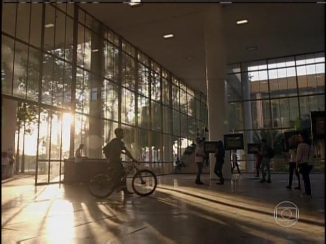 William vai até a universidade de bicicleta