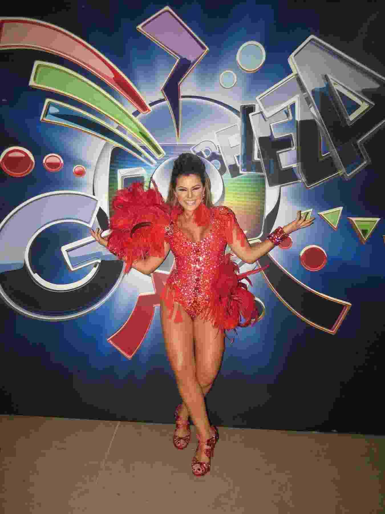 04.nov.2013 - A ex-panicat Tânia Oliveira grava vinhetas do Carnaval 2014 para a TV Globo nos estúdios da emissora, em São Paulo - Divulgação