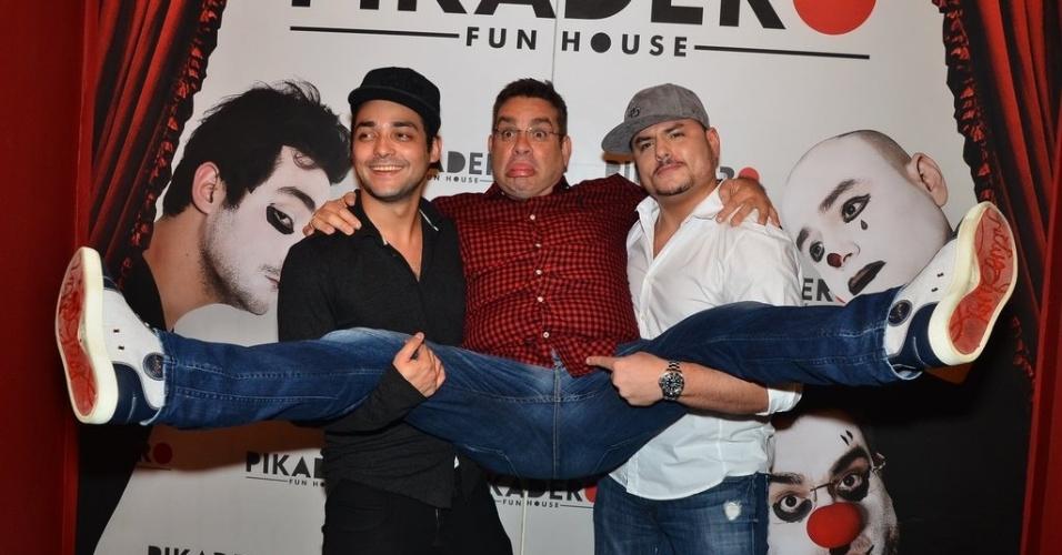 4.nov.2013 - Eduardo Sterblitch, Marcos Chiesa e Carlinhos Silva inauguram a casa de shows Pikadero
