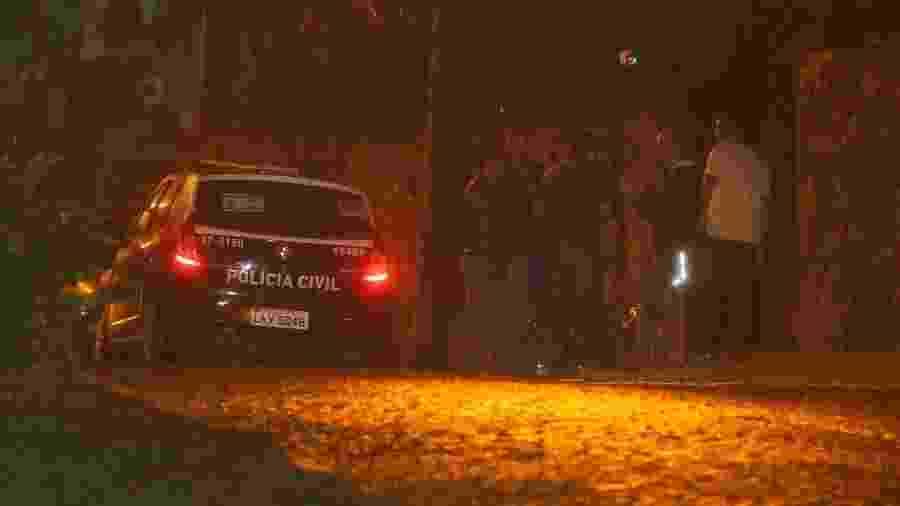 5.nov.2013 - Polícia vai até mansão alugada por Justin Bieber verificar denuncia de crime por pichação - Marcello Sá Barretto e Delson Silva/AgNews