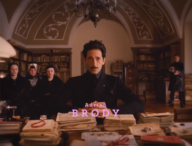 """05.nov.2013 - Adrien Brody em cena de """"O Grande Hotel Budapeste"""", filme de Wes Anderson que se passa no entre-Guerras"""