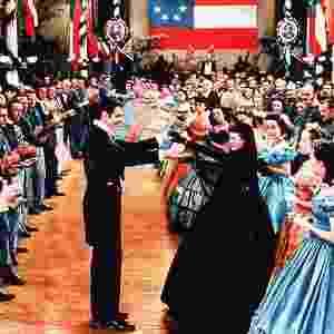 """Clark Gable e Vivien Leigh (centro, de preto) eternizaram no cinema a obra de Margareth Mitchel, """"...E o Vento Levou"""", escrita nos anos 20, em Atlanta - Reprodução"""