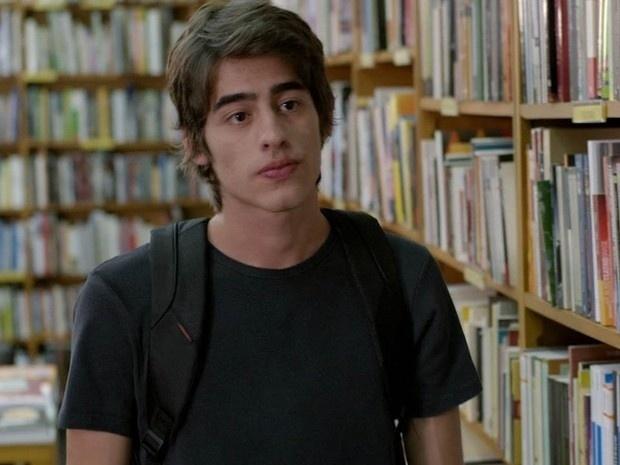 """Em """"Além do Horizonte"""", Rafa chega na livraria indicada por Paulinha em vídeo"""