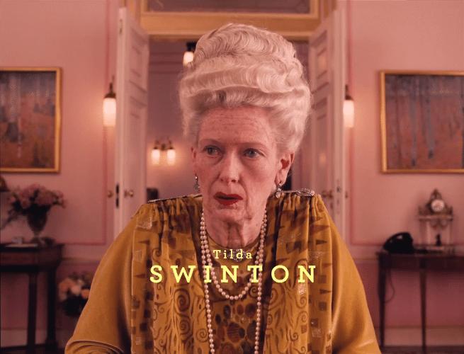 """05.nov.2013 -  Tilda Swinton em """"O Grande Hotel Budapeste"""", novo filme de época de Wes Anderson"""